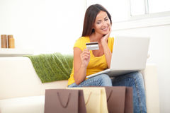 Confident woman using a credit card for shopping Royalty Free Stock Images