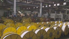 Configuração das bobinas da linha em transportes do assoalho e do trabalhador filme
