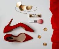 A configuração lisa ao dia do ano novo e de Valentim da festa de Natal equipa a ampulheta da composição da joia dos acessórios da imagens de stock