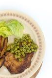 Configuração lisa batatas fritadas das ervilhas verdes do bife imagens de stock royalty free