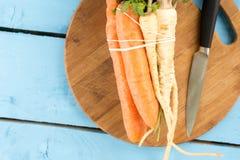 Configuração lisa da pastinaga fresca com as cenouras para a sopa Fotos de Stock Royalty Free