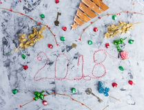 Configuração rústica do plano do Natal, texto 2018 Fotos de Stock Royalty Free