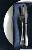 Configuración de lugar con la servilleta azul Fotografía de archivo libre de regalías