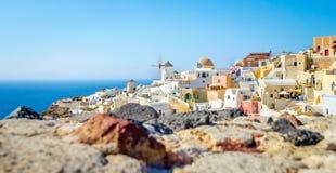 Configuración del pueblo de Oia en la isla de Santorini Imagenes de archivo
