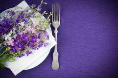 Configuración del vector con las flores púrpuras Imagen de archivo libre de regalías