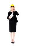 Configuración femenina asertiva con una llamada telefónica del sombrero Imagen de archivo libre de regalías