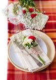 Configuración festiva del vector con las flores y la loza del vintage Fotos de archivo libres de regalías