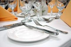 Configuración formal de la cena - placa del pan Foto de archivo libre de regalías