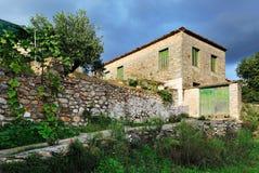 Configuración griega de la aldea Foto de archivo libre de regalías