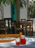 Configuración griega del taverna fotografía de archivo libre de regalías