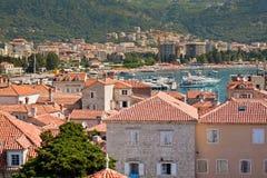 Configuración típica en Budva, Montenegro. Foto de archivo libre de regalías