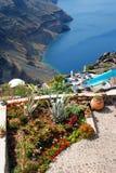 Configuración tradicional del pueblo de Oia en la isla de Santorini Imagen de archivo libre de regalías