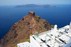 Configuración tradicional del pueblo de Oia en la isla de Santorini Foto de archivo