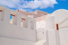 Configuración tradicional del pueblo de Oia en la isla de Santorini Fotos de archivo