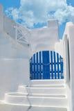 Configuración tradicional del pueblo de Oia en la isla de Santorini Foto de archivo libre de regalías