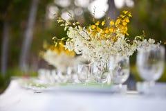 Configuración y flores del vector de la decoración de la boda de playa Fotos de archivo libres de regalías