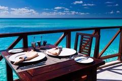 Configuración del vector en el restaurante de la playa Imágenes de archivo libres de regalías