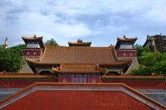 Configuraciones chinas antiguas bajo el cielo azul Fotos de archivo libres de regalías