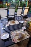 Configuration élégante de table avec le batik ethnique Photographie stock libre de droits