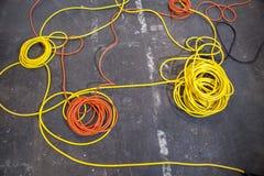 Configuration électrique de câbles de couleur en petits pains Images stock