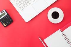 Configuration créative d'appartement des affaires et du concept en ligne d'achats, lapto Photos stock