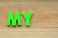 Configuration de dessus du mot mon dessus un fond en bois Photo stock