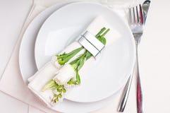 Configuration de fête de table dans le blanc Photos stock