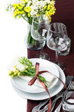 Configuration de fête de table dans le brun Photographie stock libre de droits