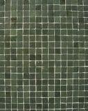 Configuration de mosaïque vert-foncé sur un mur Image libre de droits