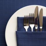 Configuration de place avec la serviette bleue Photos stock