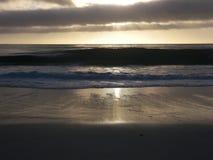 Configuration de Sun au-dessus de plage de Carmel Photo libre de droits