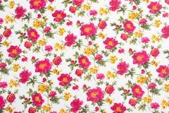 Configuration florale sur le tissu sans joint. Bouquet de fleur.