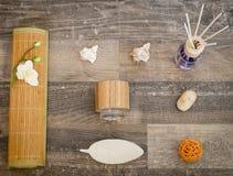 Configuration plate - bien-être, produits de bien-être sur une surface de bois photos libres de droits