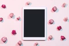 Configuration plate bloguante de tablette sociale de réseaux photographie stock libre de droits