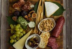 Configuration plate de panneau de fromage avec la nourriture saine photos libres de droits