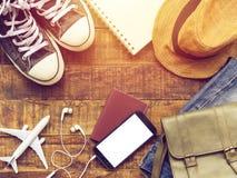 Configuration plate de passeport, de mobile, d'articles plats d'accessoires du ` s de modèle, d'espadrilles, de portefeuille, d'a image libre de droits
