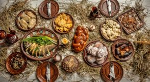 Configuration plate de table de dîner orientée de Noël délicieux douze plats sans viande en Ukraine, au Belarus et en Pologne, su photographie stock libre de droits