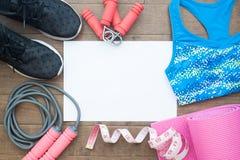 Configuration plate des équipements de forme physique Concept sain et de régime Yoga m Image libre de droits