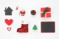 Configuration plate des décorations et des ornements de mélange pendant le Joyeux Noël et la bonne année Photo stock