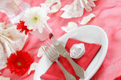 Configuration romantique de table Photos stock