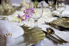Configuration romantique molle de table pour le mariage photos stock