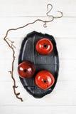 Configuration rouge en céramique d'appartement de beaucoup de grenades Image libre de droits