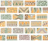 Configuration sans joint de vecteur Fond géométrique avec les éléments tribals décoratifs tirés par la main dans des couleurs de  Photos stock
