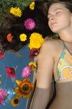 Configurations de fille sur une herbe Images libres de droits