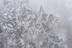 Configurations de glace sur la glace de l'hiver images stock