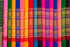 Configurations des tissus indigènes thaïs photo stock