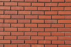 Configurations régulières dans le mur de briques rouge image stock