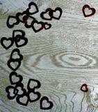 Confine d'angolo della struttura dei cuori su fondo di legno Fotografia Stock Libera da Diritti