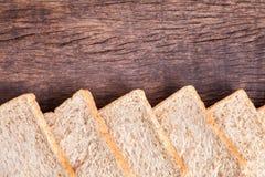 Confine del pane integrale della fetta Fotografie Stock Libere da Diritti