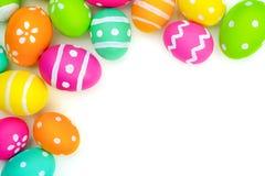 Confine dell'angolo dell'uovo di Pasqua sopra bianco Fotografia Stock
